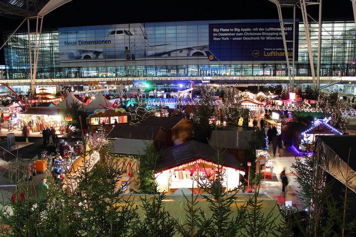 ドイツといえばクリスマスマーケットをイメージされる方も多いのではないでしょうか?そんな本場のクリスマスマーケットを期間限定で堪能できるのも、ミュンヘン空港の魅力です。