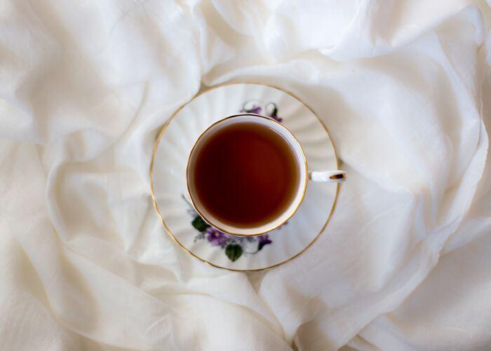 インドネシアのジャワ島を産地とする紅茶「ジャワ」は、 フルーツや他の紅茶とブレンドして、アレンジティーを作るのがおすすめです。渋みが少なくクセもないので、ストレートでいただいても飲みやすいのが特徴。さっぱりとした爽やかな味わいで、夏季シーズンは水出し紅茶にしても美味しいですよ。