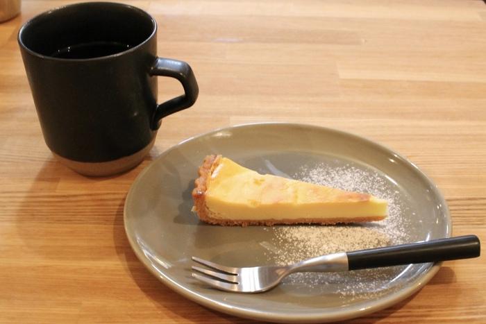 カレーだけではなく、オリジナルのスイーツと共にコーヒーも楽しめます。ひとりごはんにも休憩にもぴったりのお店ですよ。