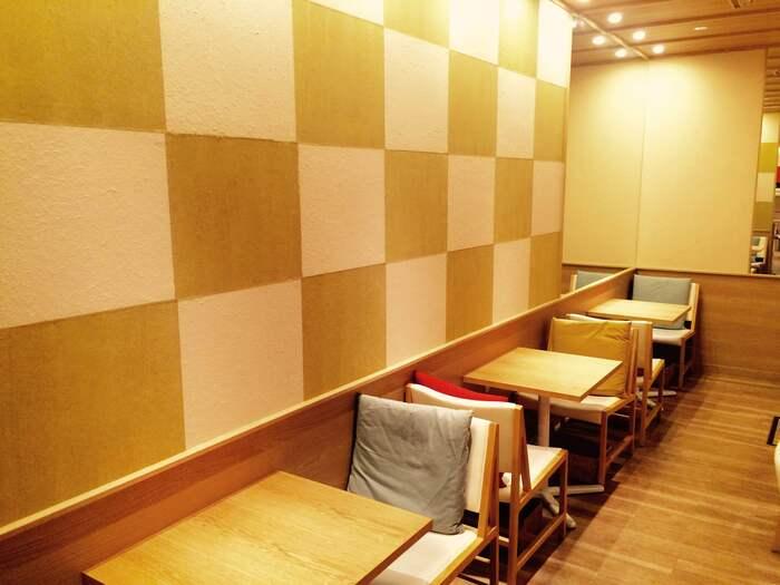 京都駅直結で行ける地下街「ポルタ」に入っているパスタとうどんとおやつのお店です。おひとりでも入りやすい都会的ながら和のテイストもあるおしゃれな雰囲気ですよ。