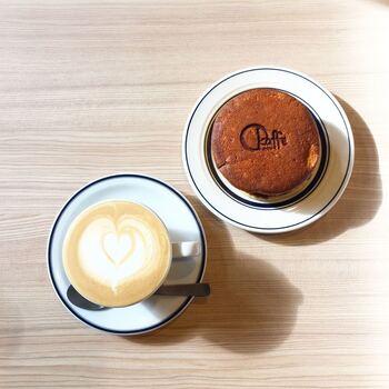 美味しいコーヒーは一番の名物ですが、もう一つの名物がころんとした形が可愛らしいパンどらです。普通のどら焼きよりふっくらとした生地には、定番のあんこの他、卵がたっぷり挟まったタマゴどらサンドは大変人気ですよ。