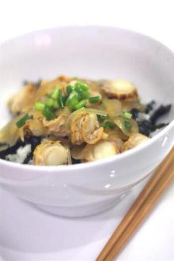 あさりがない!という時には、他の貝でアレンジしてみてはいかがでしょう。こちらは小ぶりのホタテを深川風にしたアレンジレシピ。青森産のホタテなので「青森飯」だそうです。