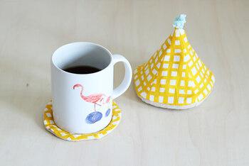 暖かい飲み物を飲む機会も増える寒い季節、テーブルの上の小物の冬仕様にしてみませんか?コースターは、少しの布で簡単に作れるので、初心者の方にもおすすめ。