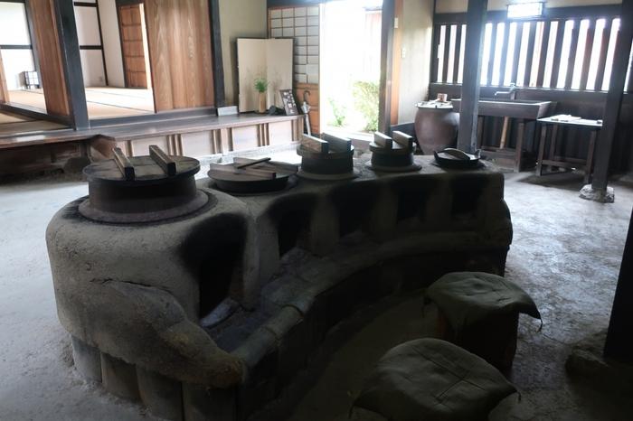 旧米谷家住宅は、18世紀中頃に建築された民家で、代々金具商、肥料商を営んできた家です。ここへは、内部も無料で見学することができ、スタッフの方が、この家が歩んできた歴史や特徴などを丁寧に説明してくれます。
