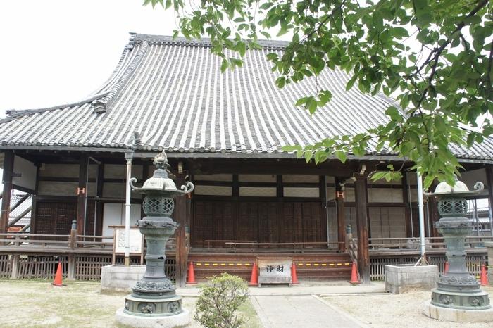 入母屋造・本瓦葺をした本堂は、国の重要文化財に指定されており、江戸時代に建立されたものと推定されています。