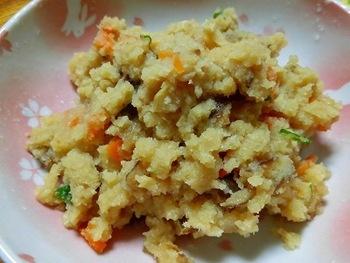 和食おかず定番、卯の花も、おからパウダーで簡単に作ることができます。  卯の花はご飯にもあいますが実はトーストなど、パンにのせて食べても美味しいですよ。たくさん作っておくと便利な一品です。