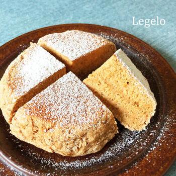 やさしい甘さのバナナ、ほんのり香るきなこがほっこり優しい気持ちにさせてくれるパンです。  発酵不要で、混ぜて焼くだけで完成!小腹も満たしてくれますよ。