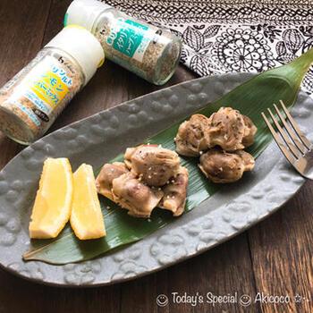 炊飯器の低温調理レシピはかたまり肉だけではありません。砂肝だって真空調理できちゃいます。  砂肝は下処理がやや手間ですが、味付けがハーブソルトのみなので、お手軽で失敗なく作れますよ。おつまみにオススメです。
