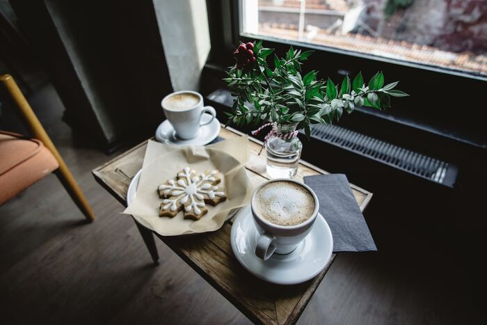 外でも室内でも冷えが気になる季節は、ホットドリンクと合わせて、カイロや湯たんぽも活用してみましょう。冷えた箇所をピンポイントで温めることができたり、寝る時の環境を快適にしてくれる便利なアイテムたちです。使用するにあたっての注意点もおさえて、上手にぽかぽか美人になりましょう♪