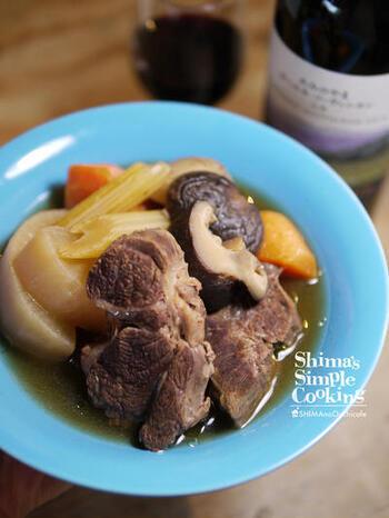 煮込めば煮込むほど柔らかくなる牛肉を、和風なおでん風味のポトフとしていただきましょう。薄味の優しいテイスですが、薄すぎることはありません。味が染み込むのは炊飯器のじっくり保温機能のおかげです。