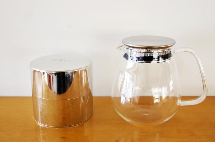 ブリキのティー缶は、紅茶や緑茶などの美味しさを長持ちさせてくれます。200gの茶葉が入る収納力もgood!装飾のないつるりとした見た目は、使うほどに変化するので愛着が湧きますよ。