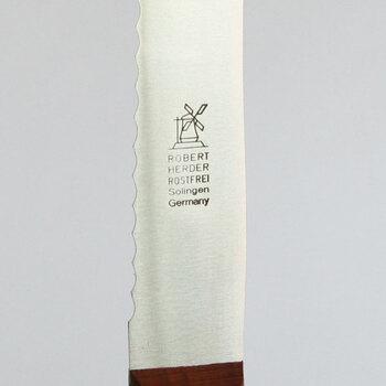 """刻印は風車のロゴ。""""風車のナイフ""""の愛称で親しまれています。"""