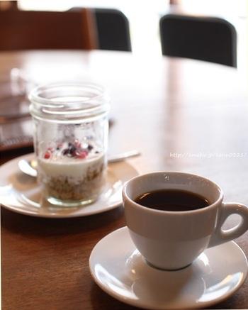 果実のような風味が美味しい浅煎りのコーヒー。後味がスッキリしているから重くなく、ついついおかわりしたくなるような美味しさなんです。