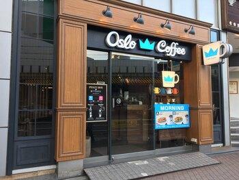 続いては、都内では新宿・麻布十番・五反田・銀座・錦糸町に店を構える「オスロコーヒー」です。エアロプレスで抽出したコーヒーと、北欧の食材を使用したフードメニューを楽しむことができます!