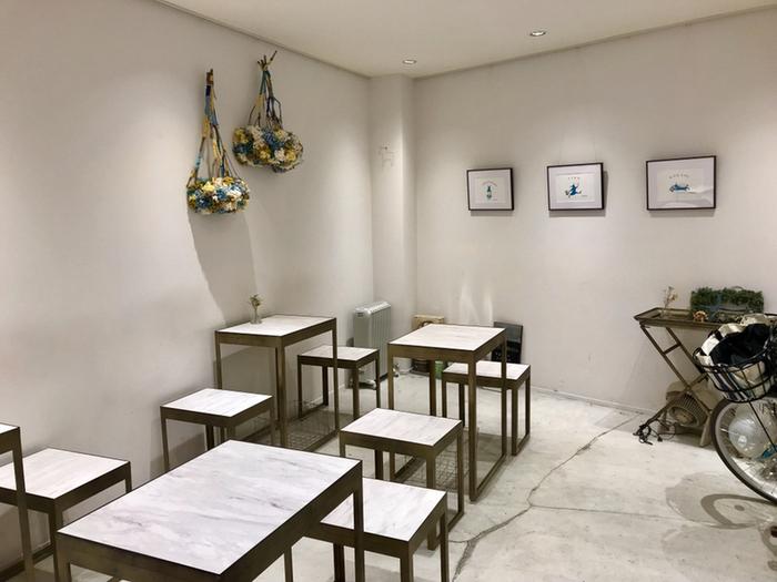 店名はスウェーデン語で直訳すると「お茶の時間工場」。人とお茶をすることで交流を深めるスウェーデンの文化を、日本でも広めたいという店主さんの想いがつまっています◎