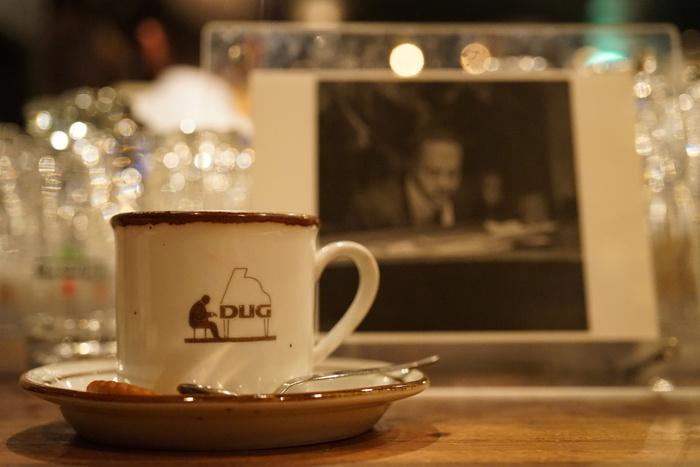 12:00~18:30がコーヒータイムなので、お酒が飲めなくても大丈夫◎もちろん飲める方は夜の時間帯もおすすめです。古き良きジャズカフェ&バーの雰囲気を楽しんでくださいね。