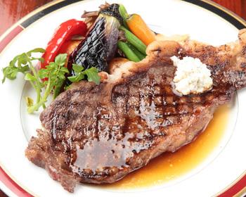 2000種類以上のカクテルと本格料理でお腹も大満足*コース料理やパーティープランもありますよ。