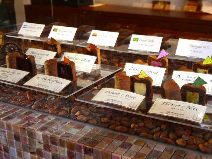 こちらは現存する日本最古のワイナリーがプロデュースするショコラトリー・パティスリー。素材と素材のマリアージュを楽しめる商品が豊富です。