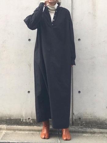 90年代に大人気となったマルタン・マルジェラから生まれた「足袋ブーツ」は、2019年から引き続き注目されているアイテムです。マルジェラのような斬新で個性的なアイテムも、シックなアイテムにさりげなくプラスすることで、今っぽさのあるスタイルが作れます。