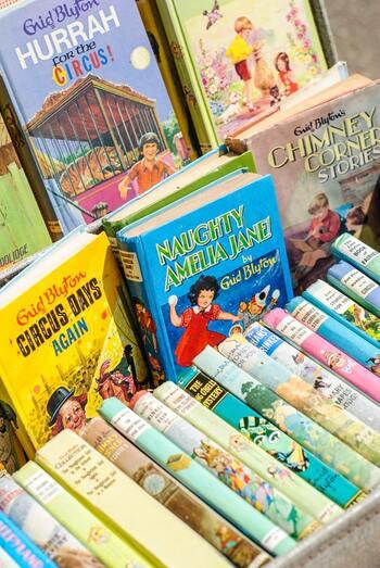 日本でも書店やネットで購入することもできますし、海外旅行した際にセールなどで購入すると、更にお安く購入できておすすめ♪