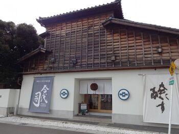"""新潟県・新潟市にある「今代司酒造」は、日本一の米所にて真剣で誠実な酒造りを守り続け、新潟清酒の代名詞とも言われています。鯉の模様をラベルに施した""""錦鯉""""は、贈り物としても非常に人気です。"""