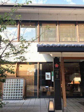 櫻正宗記念館の中にある直営レストラン。ここでしかいただけない、にごり酒やしぼりたて原酒が人気です。季節の食材をふんだんに使用したお料理とどうぞ。