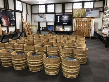 令和元年に見学室直売所を新しくオープン。酒造りムービーの上映や道具の展示、無料試飲、見学室限定の日本酒販売などを予約不要で行っています。※10名以上での見学は事前連絡が必要