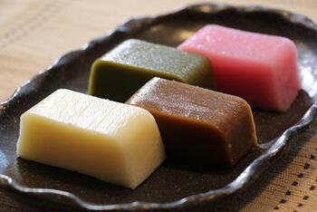 名古屋名物のういろう。通常は上新粉を使いますが、米粉でも代用できますよ。団子よりも弾力のあるもっちりとした食感がクセになります。