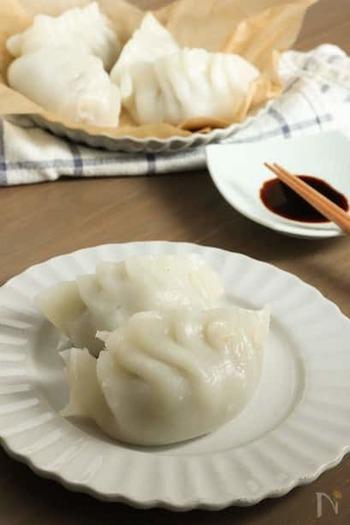 米粉を使った皮は少し破れやすいものの、もっちり食感がヤミツキになります。焼き餃子にもできますが、焼く時にくっつきやすいので蒸すのがおすすめです。