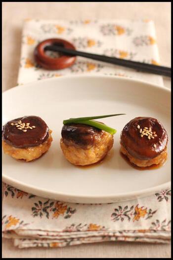 お弁当にしても喜ばれそうな可愛らしい椎茸つくね。こんな一品も電子レンジだけで出来上がり♪