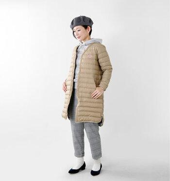 インナーダウンの中でも、特に保温性の高いロング丈のジャケットデザイン。パーカーとレイヤードすれば、ライトアウターとして今っぽい着こなしが簡単に楽しめます。ロング丈のアウターと合わせて、しっかり暖かさをキープしたい冬のアウトドアにも大活躍。