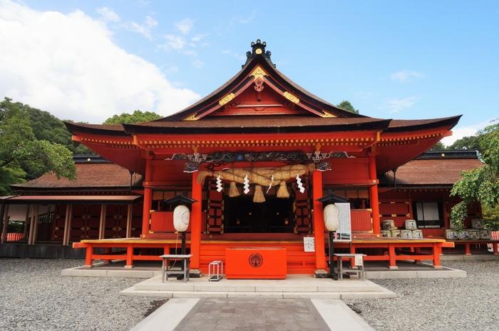 今から2000年以上も前に創建されたと伝えられている富士山本宮浅間大社。主祭神は「木花開耶姫命(コノハナサクヤヒメノミコト)」という美しい女神様で、女性に優しい神様といわれています。