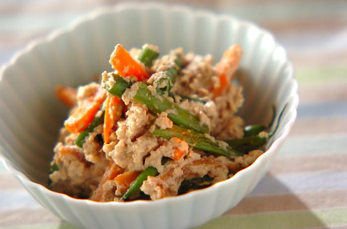 クルミと豆腐を和え衣に加えれば、甘味とコクのある濃厚な味わいに。子供も食べやすく見た目にも鮮やかなので、お弁当のおかずとしても大活躍してくれそうですね♪