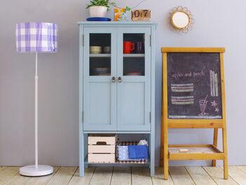 外国の子供部屋にあるような手作り感いっぱいの温もりあふれるキャビネット。黒板やナチュラルな家具と並べれば、カフェ風インテリアの完成です♪