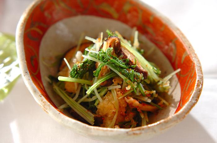 ごま油で炒めた椎茸に水菜・大根おろし・ポン酢しょうゆを混ぜたサッパリ味の和え物。前菜や副菜にもおすすめです。