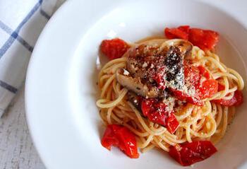 パスタ&オリーブオイルのコンビネーションにも椎茸はよく合います。こちらの作り方は、ミニトマトと椎茸を白ワインで蒸し焼きにしてパスタと混ぜるだけ。簡単なので、気軽に作ってみてください。