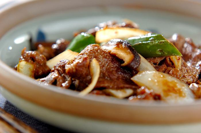 しっかりお腹を満たしたい時には、ウスターソース味の牛肉炒めはいかがでしょうか。美味しさを確かなものにするために、野菜の1つとして椎茸は外せません。