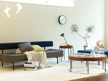 穏やかな雰囲気の中に、きりりとした知性を感じられる「DIVANCO (ディヴァンコ)」シリーズのサイドテーブル。リビングのソファと組み合わせればナチュラルでおしゃれな空間に。