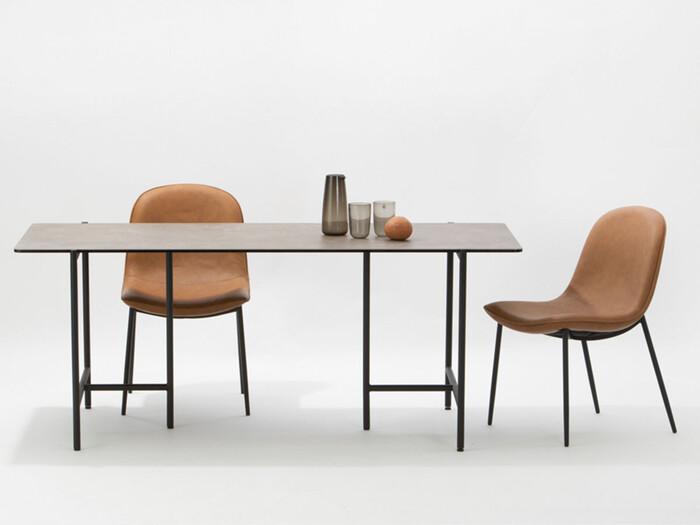 「moda en casa」は日本在住デンマーク人のオーナーによって2000年に創業されたインテリアライフスタイルメーカー。北欧やヨーロッパのトレンドを取り入れた、日本の住環境下でも使いやすい良質なデザインに仕上げています。
