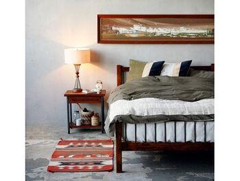 無機質なスチールと、こっくりとあたたかみのある木材をバランスよく組み合わせた「GRANDVIEW(グランビュー)」シリーズのベッド。ベッドルームに置いても圧迫感がなく、ヴィンテージ風のラグやインテリアとの相性も抜群です。