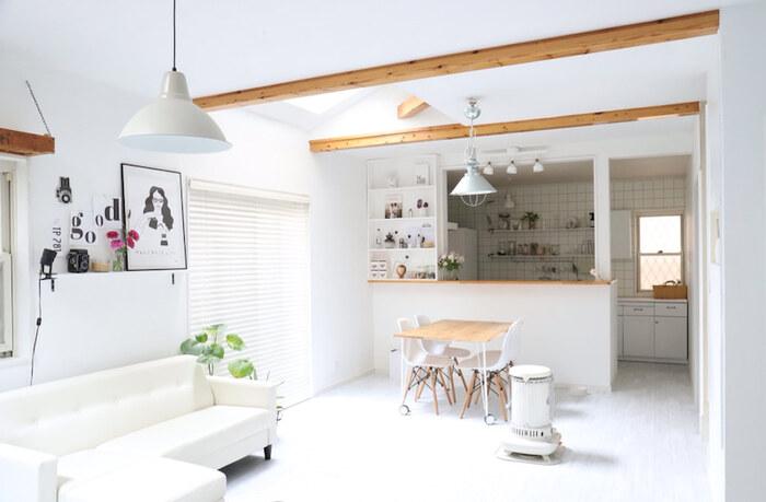 ものが少ないと掃除のしやすさが格段によくなります。埃が溜まってもさっと拭くことはもちろん、床に散らばったものをどかす手間がなくなり、掃除をするハードルがぐっと下がります。掃除のハードルが下がるとお部屋のきれいも自然と保たれます。