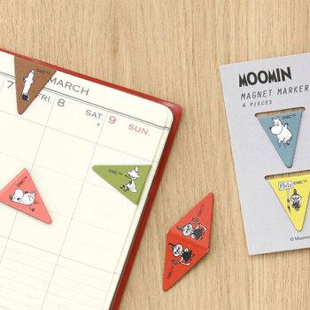 三角形のかわいいムーミンシリーズのメモマーカーは、紙をしっかり挟めるマグネット式マーカー。  適度な重さが加わり、挟んだページが開きやすくなるので、ささっと予定を確認したいときにも便利です。