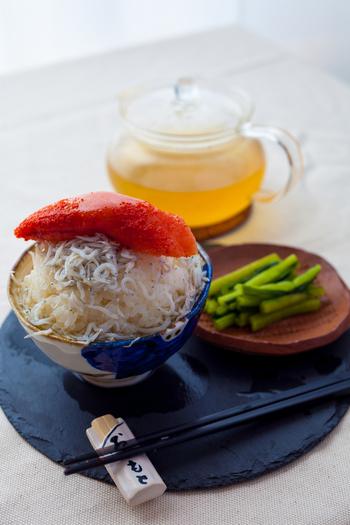 「しらす×明太子」も外さない組み合わせ。それぞれ単品でも美味しいお茶漬けの具材ですが、両方を合わせると、単調になりがちなお茶漬けの味わいに、奥行きを持たせることができます。