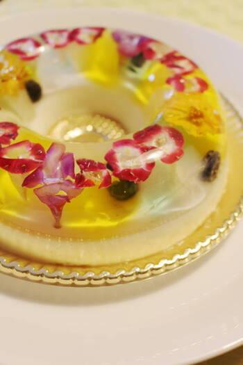 ひとつひとつ丁寧に手作りされた、繊細で柔らかなババロア。ホールサイズのババロア「ブーケ」のフレーバーは、バニラヨーグルトやオレンジなど、全部で6種類です。