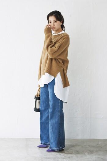 後ろが長い白シャツは、腰回りを包み込んでくれるので、体型カバーにも役立つ優秀アイテム。しっかりオシャレに見せてくれます。  ボトムスも太めタイプから細めのもの、そしてパンツやスカートなど合わせやすいので、一枚あると重宝しますよ。