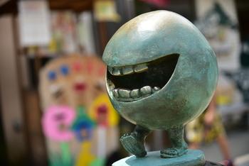 """大屋書房で人気なのが""""妖怪""""コーナー。京極夏彦や水木しげるなど、ちょっと怖いけどどこか滑稽で、憎めない妖怪たちが描かれた作品を多く揃えています。いろいろな角度から日本文化に触れられるお店です。"""