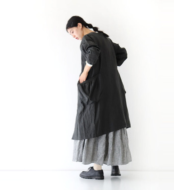 ワンピースは1枚でコーデが完成する優秀アイテムですが、スカートをプラスすればもっと今っぽくおしゃれにアップデートできますよ。 ぜひ今季の冬コーデは、「ワンピース×スカート」のレイヤードスタイルを楽しんでみてください♪