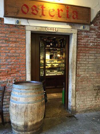 ベネチアでおすすめしたいレストランは、オステリア アル ポルテゴ(Osteria Al Portego)。地元民からも愛される予約必須の人気店です。