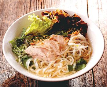 お店のこだわりは、日本のお米で作った生麺のフォー。ベトナムのフォーよりももちもちとした食感で、お米の香りがあるのが特徴です。