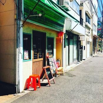 もう一つ、バインミーのおすすめ店をご紹介♪こちらは祖師谷大蔵駅から徒歩15分、東急バス・小田急バス「成育医療研究センター前」バス停すぐのところにある「アンディー」です。
